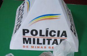 droga, dinheiro e celular são apreendidos pela polícia