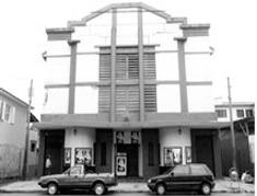 Fachada do cinema na década de 50, poucos anos após a inauguração.